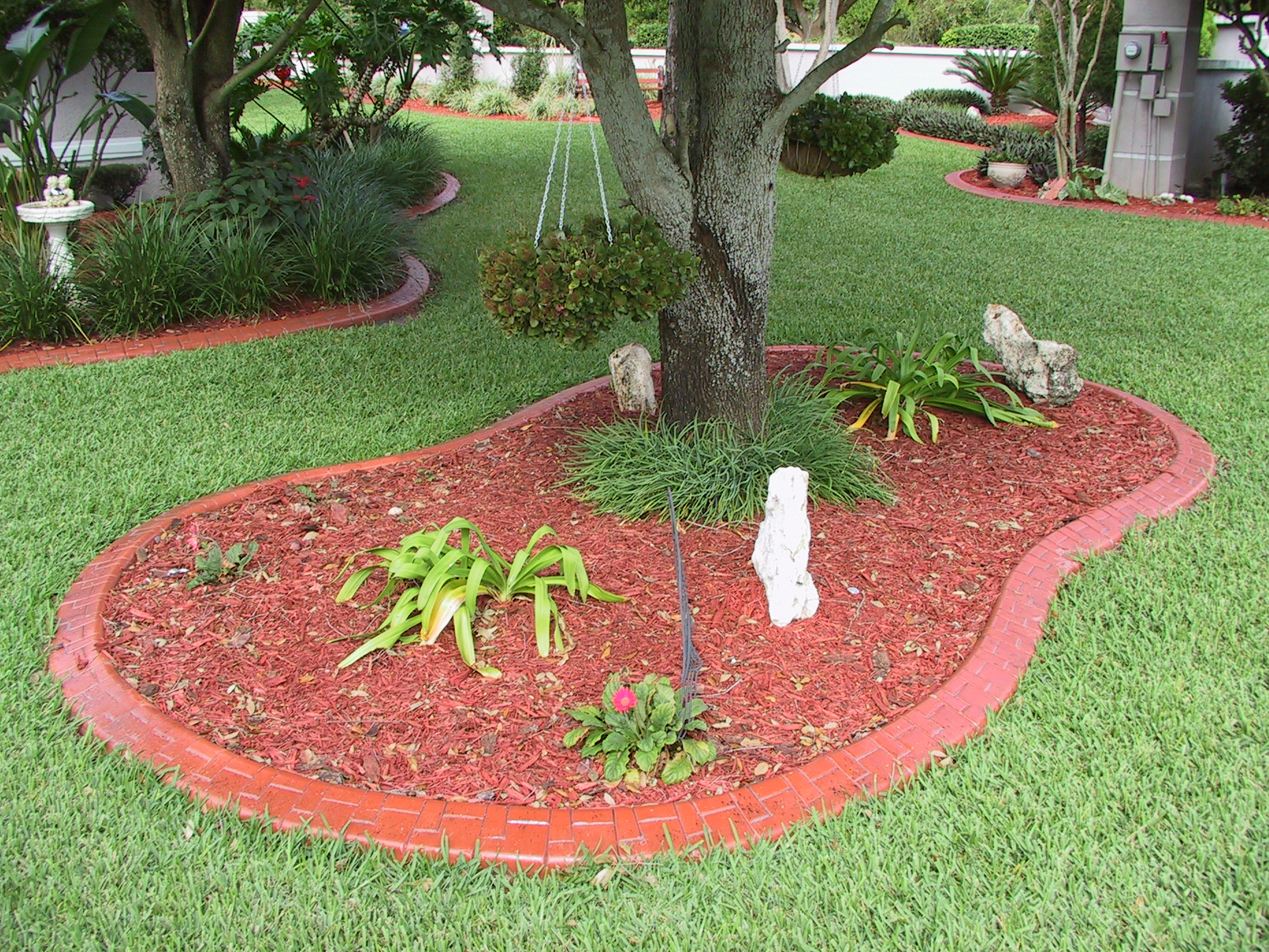 CONTINUOUS CONCRETE LANDSCAPE EDGING